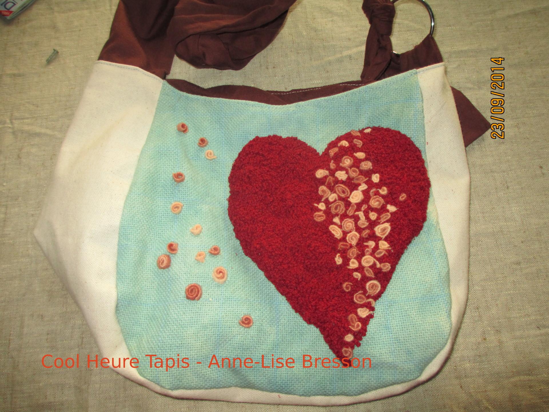 sac en rug hooking réalisé par Anne-Lise Bresson en 2015 tissus divers sur toile de lin